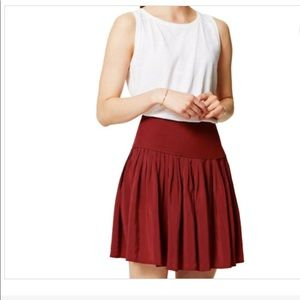 EUC Ann Taylor Loft Pleated Red Mini Skirt Sz 6